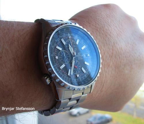edifice_ef527d-1av_wrist brin watchuseek watch on wrist
